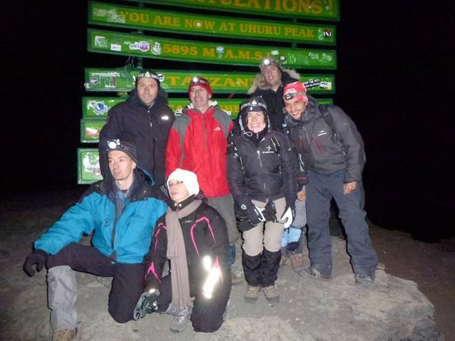 Photo de groupe à Uhuru Peak (5895m)