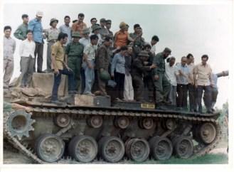 fidel-sobre-un-tanque-en-viet-nam-1973-580x428