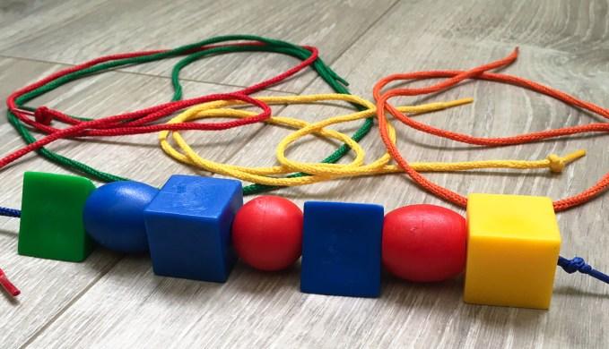 adaptacion-de-juguetes-para-ninos-ciegos-asociacion-la-hora-violeta