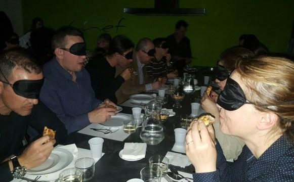 Asociación Incluye. cena a ciegas