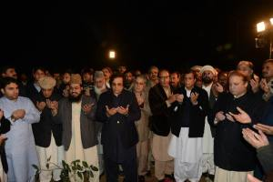 nawaz sharif praying