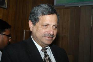 Hamid Khan1