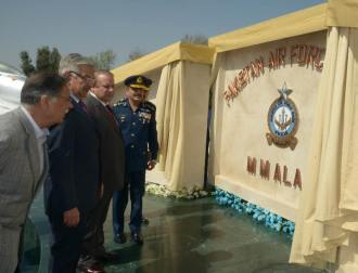 Prime Minister Muhammad Nawaz Sharif unveiling the Plaque of renaming the PAF Base Mianwali after veteran Pilot Air Commodore M M Alam.