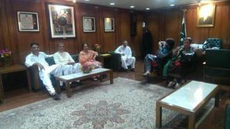 6 PTI MPs including Vice-Chairman Shah Mehmood Qureshi wait to hand in their resignations