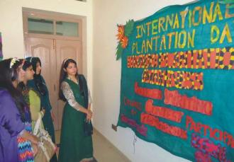 University of Education organizes a poster exhibition to highlight importance of clean environment