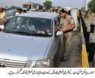 Motorways police distribute flowers, special gift hampers and chocolates among roadusers