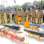 Garrison Commander Major General SadarTariq Amman visits PAF stall after inaugurating weapon and equipment display on the eve of Pakistan Day celebrations at Ayub Stadium, Lahore Cantt. (23-03-2016)