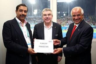 Asia Hockey Federation CEO Tayyab Ikram with IOC President Thomas Bach and FIH President Leandro Negre