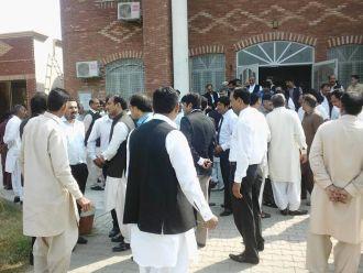 lawyers-protest-mandi-bahauddin