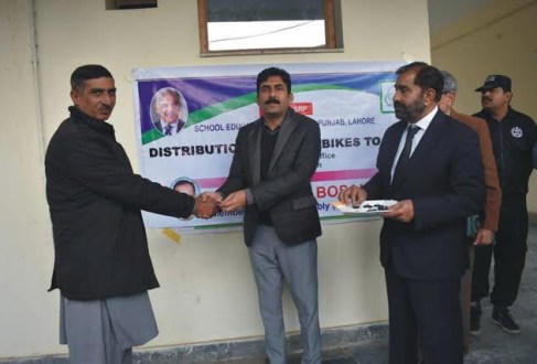 Deputy Commissioner Muzaffar Sial distributed motorcycles among MEAs