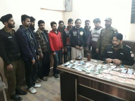 Millat Park police arrest 9 gamblers