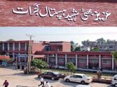 A woman gives birth to a baby outside Aziz Bhatti Hospital