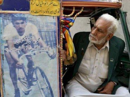 Secretary Sports Amir Jan condoles the death of Olympian Muhammad Ashiq