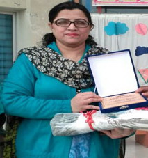 Dr Rehana Ilyas awarded with performance certificate and cash