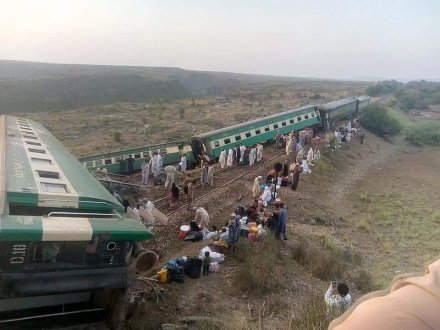 Khushhal Khan Khattak express derailed between Massan And Sohan Stations