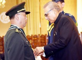 President confers Nishan-i-Imtiaz (M) upon General Han Weiguo
