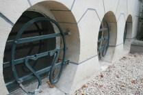 Les hublots (la façade latérale droite)