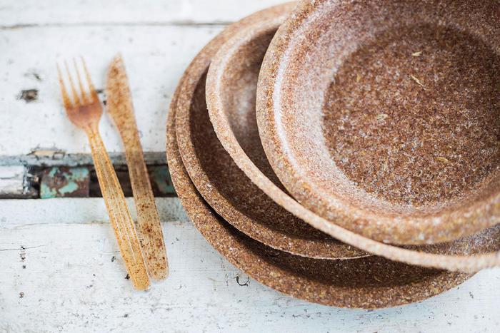 Platos de salvado de trigo biodegradables