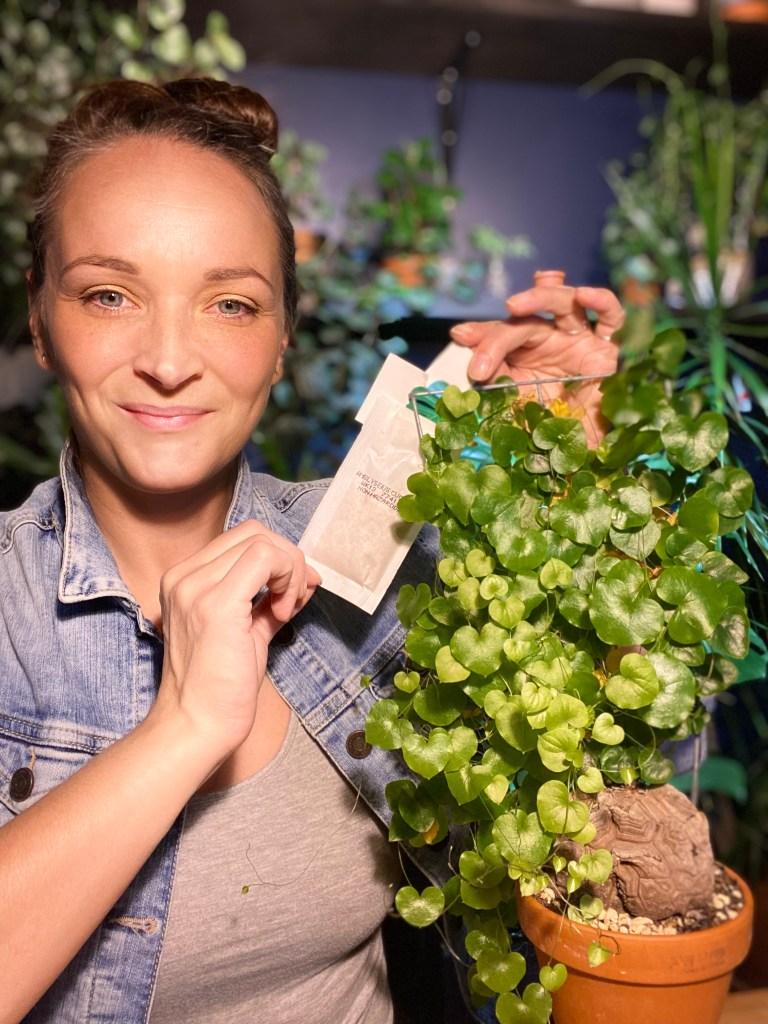 Camille Cormier holding a sachet ofpredatory mites