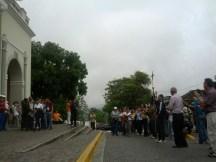 Frente al templo