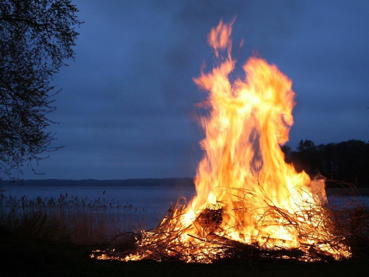 noche fuego