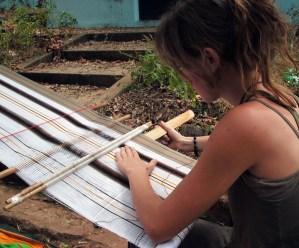 Laines Paysannes Olivia Bertrand tisserande, formatrice en valorisation de la laine en Ariège