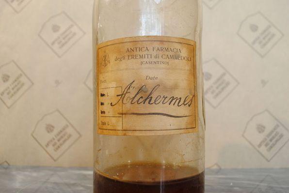antica_bottiglia_alchermes