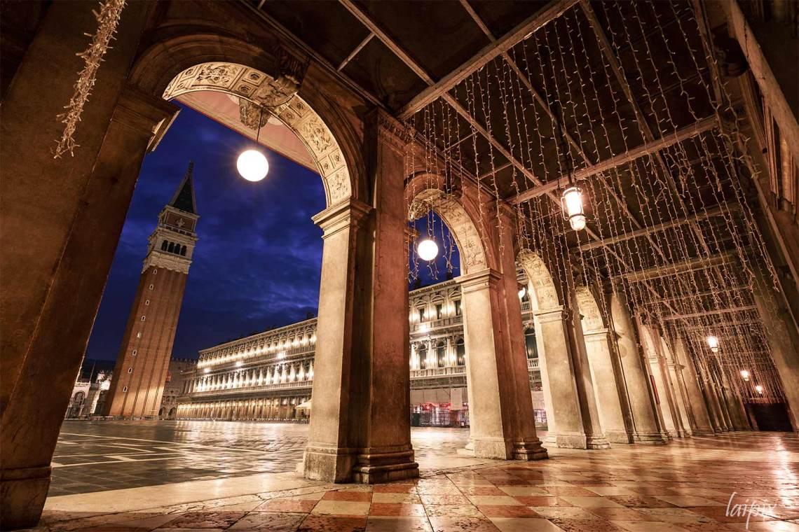 Venedig: Arkade am Markusplatz