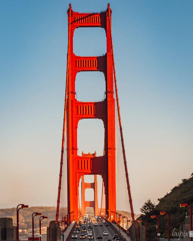 Golden Gate Brücke frontale Perspektive im Sonnenuntergang