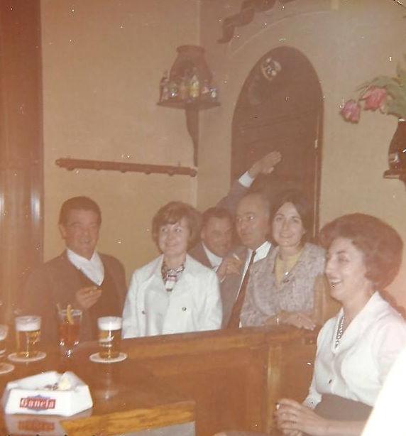 Un soir de fermeture avec des habitués aixois - à gauche le peintre aixois Antonini