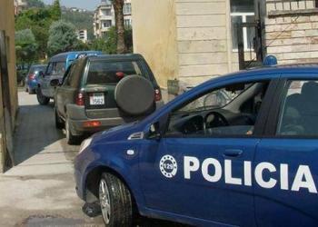 Policia e Shtetit kërkon të largojë me dhunë studentët tek 'Ekonomiku'