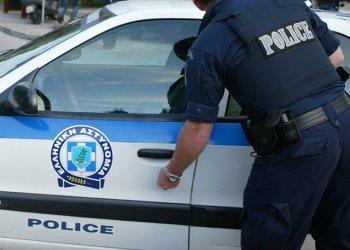 Dy shqiptarët kapen me 19 kg drogë në makinë