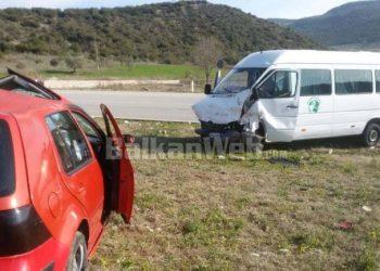 Tepelenë/ Autobusi përplaset me një makinë