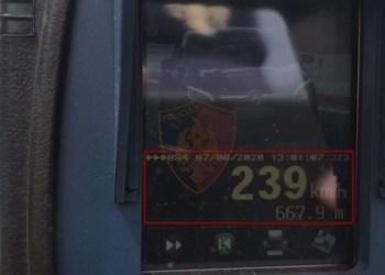 Kontrolle me radarë/ Shpejtësi dhe celular në timon