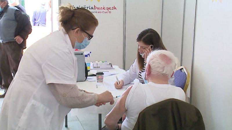 Bie interesi për vaksinime/ Delta po përhapet. Thirrje të rinjve: Vaksinohuni në ditën e hapur