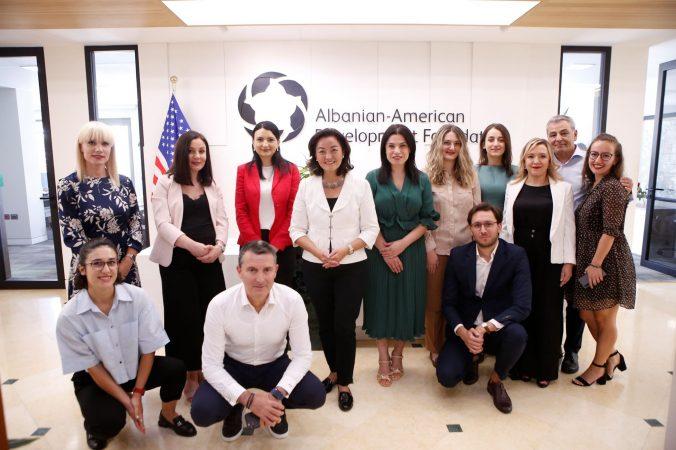 Ambasadorja Yuri Kim: Shqipëria të marrë parasysh rolin e studentëve në ndërtimin e një të ardhme të ndritur