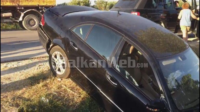Përplasje e fuqishme mes dy makinave në Berat