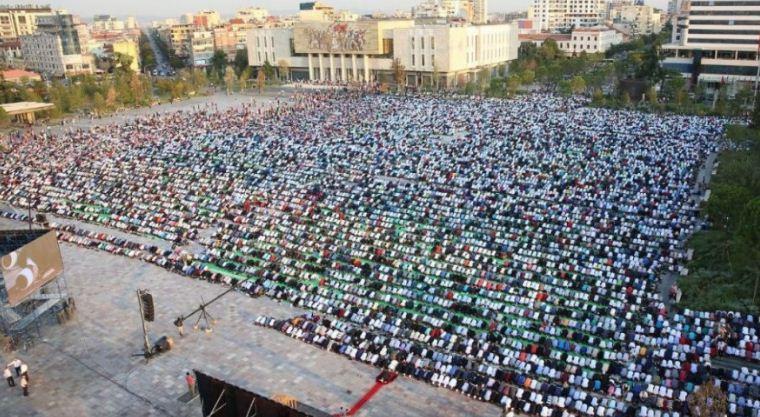 Besimtarët myslimanë festojnë Kurban Bajramin/ Kryetari i Komunitetit Mysliman