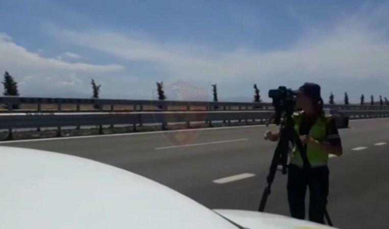 Video/ Me shpejtësi të frikshme 225 km/h