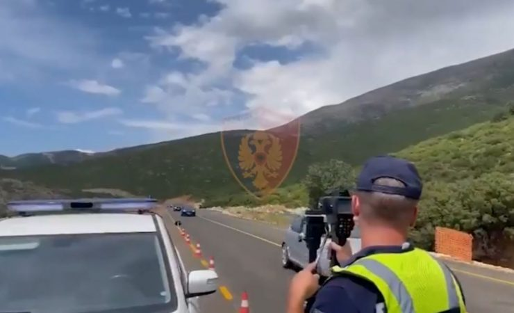 Video/ Policia kontrolle me radarë e dronë në By Pass-in e sapohapur të Vlorës