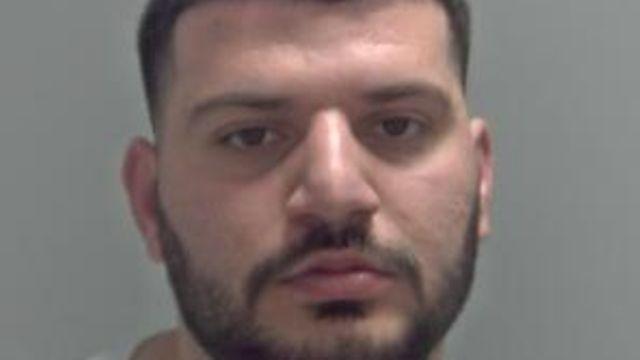 """""""Donte të ndihmonte prindërit e sëmurë""""/ Kapet me 1 kg drogë 23-vjeçari shqiptar në Angli"""