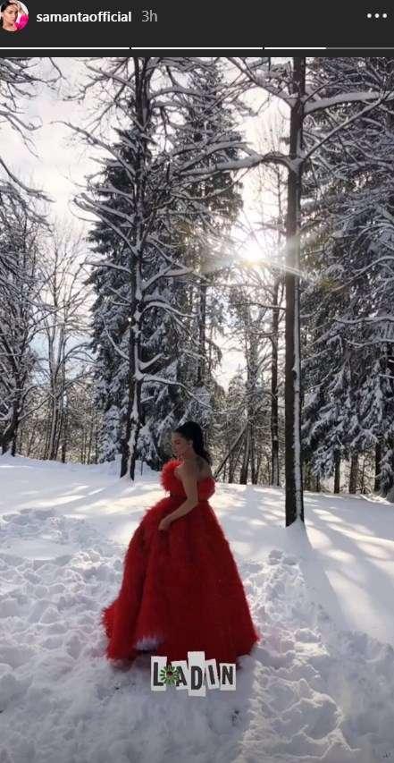 """""""Çmendet"""" Samanta Karavella, del me fustan të çelur në mes të borës (Foto)"""