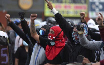 Las protestas en Colombia en contra de la reforma fiscal se han extendidos casi dos semanas. Foto Ap