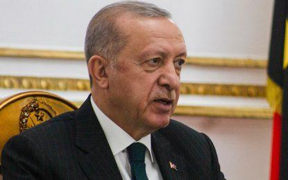 El mandatario Recep Tayyip Erdogan ordenó la expulsión de los 10 embajadores. Foto Afp