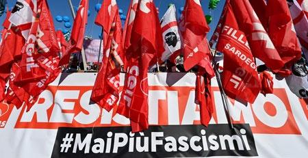 La marcha fue convocada una semana después de la manifestación contra el pase sanitario, durante la cual fue atacada la sede de la CGIL, una de las mayores asociaciones gremiales. Foto: Ap