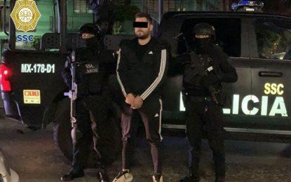 Cuatro personas fueron detenidas en cateos realizados por la FGJ, y la SSC, en coordinación con la Secretaría de Marina. Foto Tomada del Twitter @OHarfuch