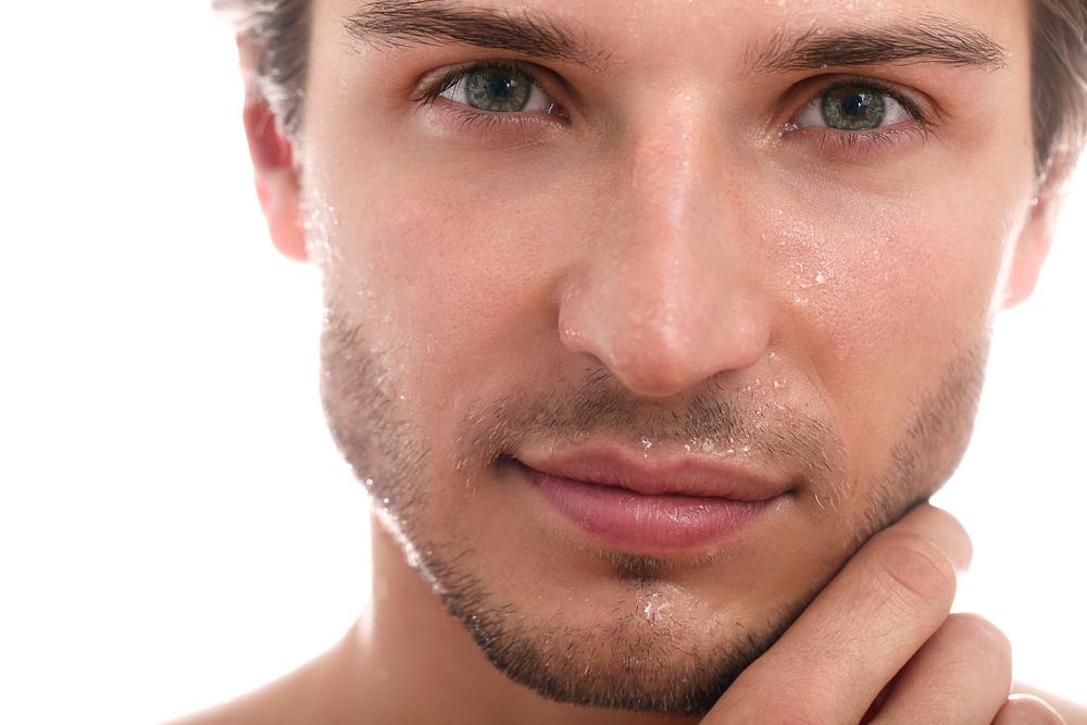 d couvrez les 4 meilleurs soins du visage pour votre homme. Black Bedroom Furniture Sets. Home Design Ideas