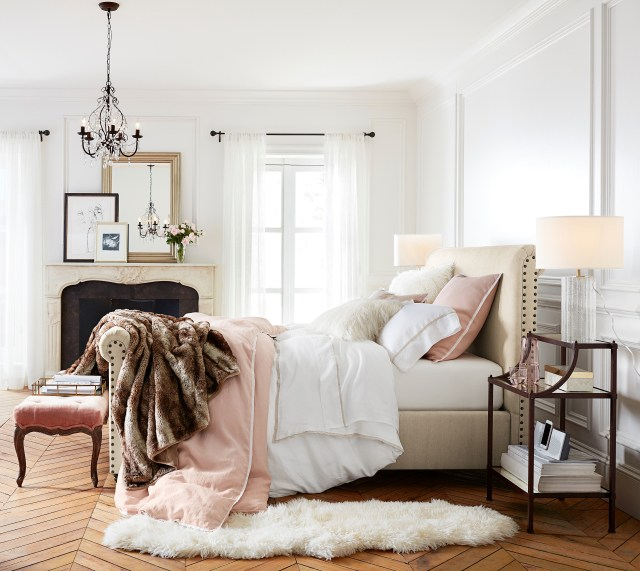pottery-barn-chambre-blanc-rose