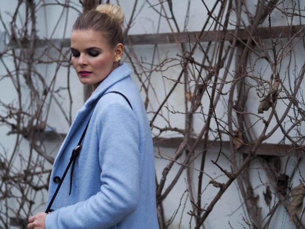 lakatyfox_blauer_mantel_Blogger_Fashionblogger_makeup