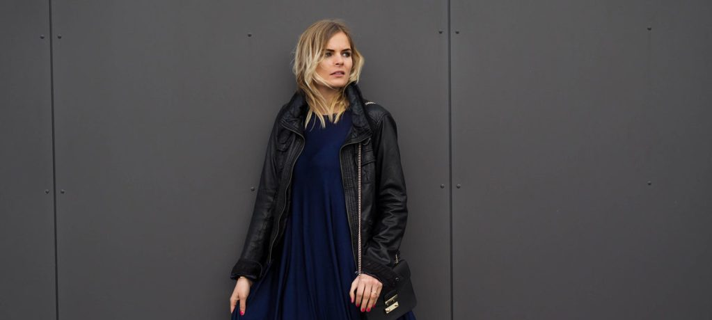Outfit – Blaues Kleid mit Lace Up Ballerinas